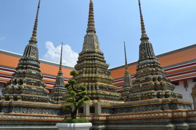2019-10-tailandia-bangkok-wat-pho-dia-10-exterior-bot