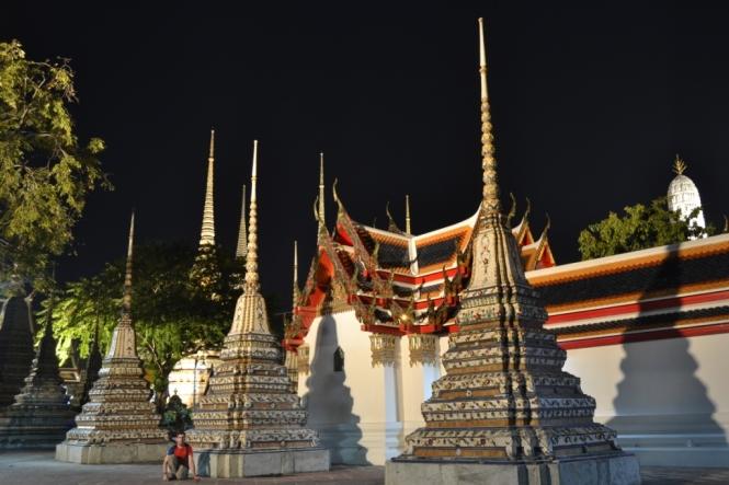 2019-10-tailandia-bangkok-wat-pho-noche-1