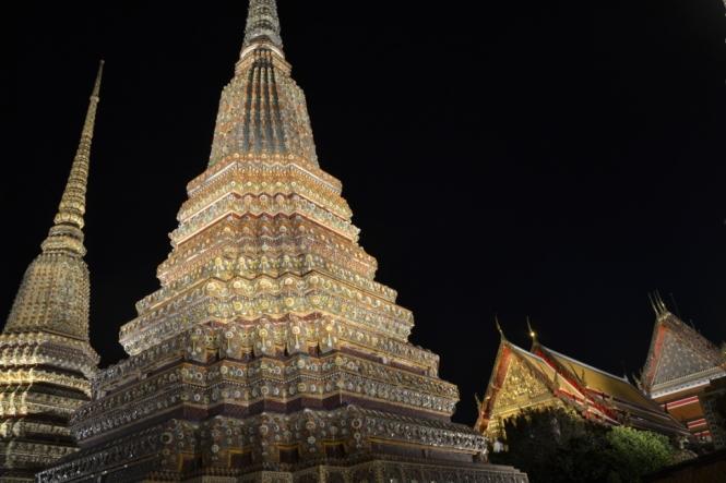 2019-10-tailandia-bangkok-wat-pho-noche-4