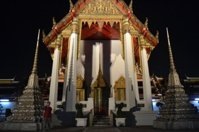 2019-10-tailandia-bangkok-wat-pho-noche-6