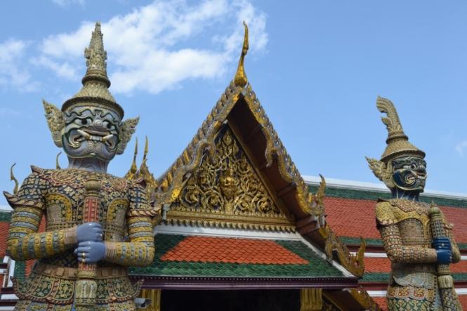 2019-10-tailandia-bangkok-wat-phra-kaew-02-yakshas