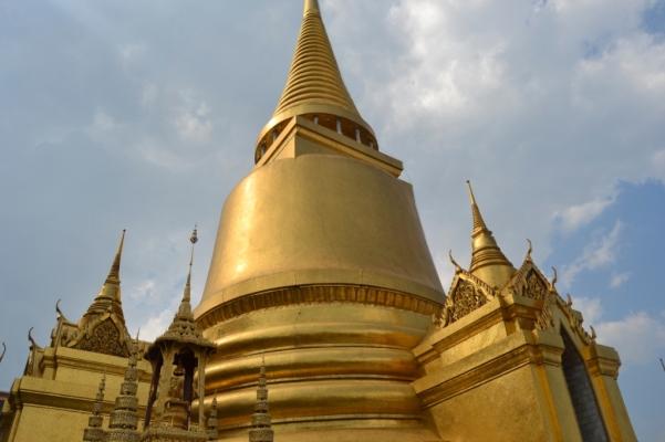 2019-10-tailandia-bangkok-wat-phra-kaew-03-phra-si-ratana-chedi