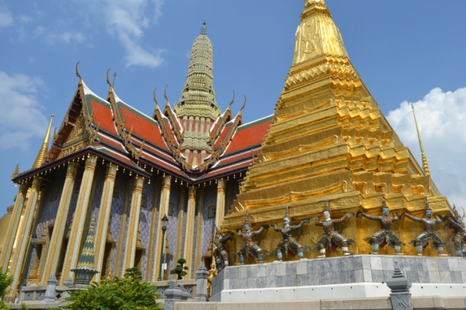2019-10-tailandia-bangkok-wat-phra-kaew-07-prasat-phra-dhepbidorn