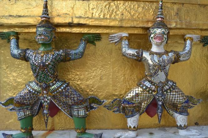 2019-10-tailandia-bangkok-wat-phra-kaew-10-prasat-phra-dhepbidorn