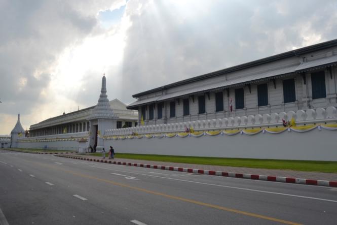 2019-10-tailandia-bangkok-wat-phra-kaew-20-el-muro