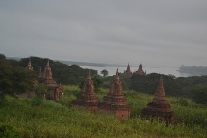 2019-11-myanmar-bagan-amanecer-brick-mound-2