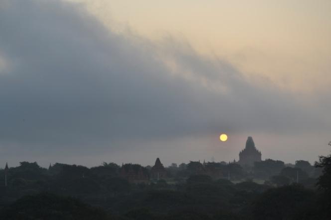 2019-11-myanmar-bagan-amanecer-brick-mound-3