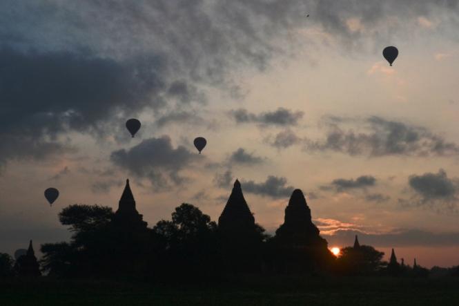 2019-11-myanmar-bagan-amanecer-cerca-upali-24-persiguiendo-globos