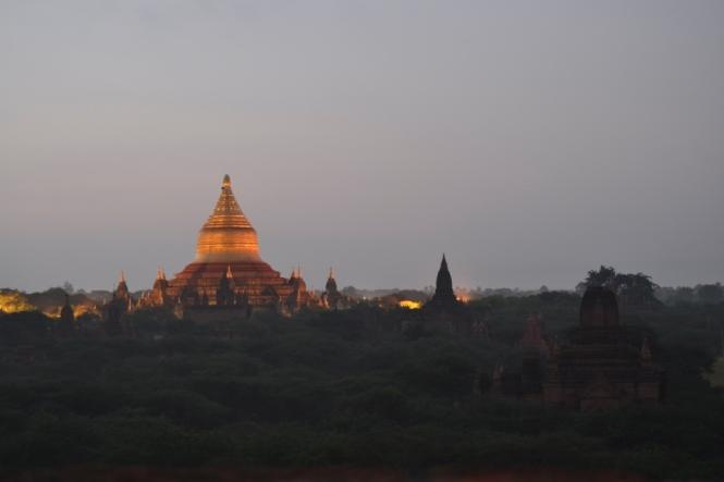 2019-11-myanmar-bagan-amanecer-pagoda-furtiva-dhammayazaka-03