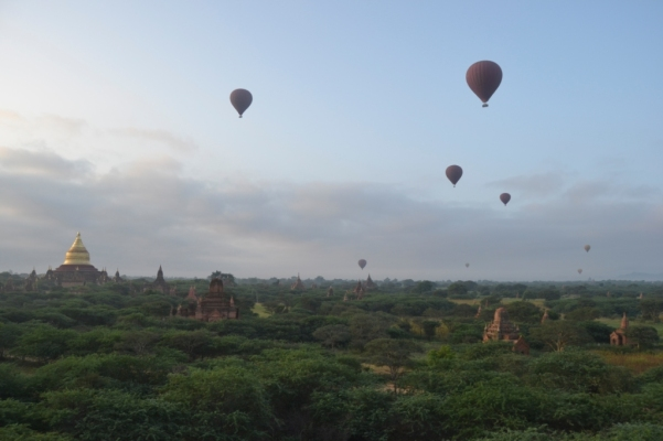 2019-11-myanmar-bagan-amanecer-pagoda-furtiva-dhammayazaka-10