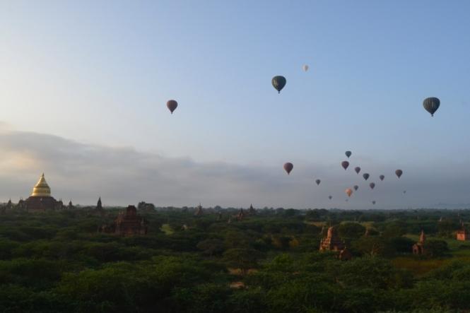 2019-11-myanmar-bagan-amanecer-pagoda-furtiva-dhammayazaka-12