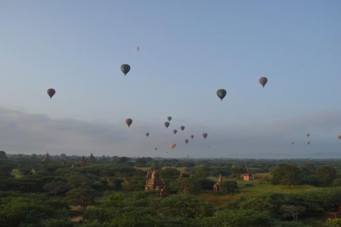 2019-11-myanmar-bagan-amanecer-pagoda-furtiva-dhammayazaka-15