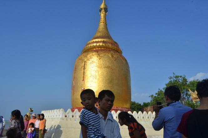 2019-11-myanmar-bagan-bupaya-pagoda-2
