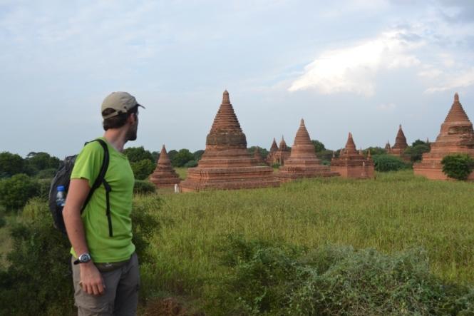 2019-11-myanmar-bagan-cerca-templo-khayminga-vistas-muro-4