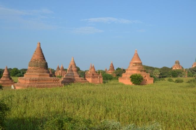 2019-11-myanmar-bagan-cerca-templo-khayminga-vistas-muro-6