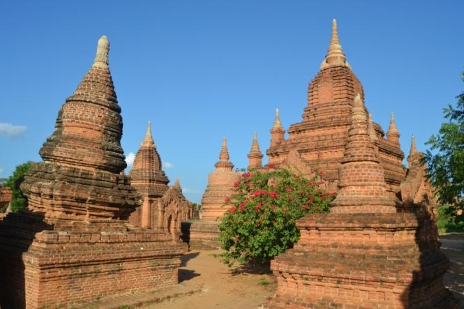 2019-11-myanmar-bagan-cerca-templo-khayminga-vistas-muro-8
