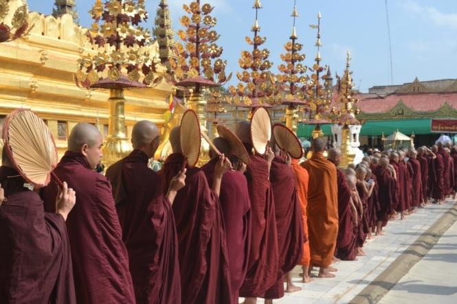 2019-11-myanmar-bagan-shwezigon-pagoda-02