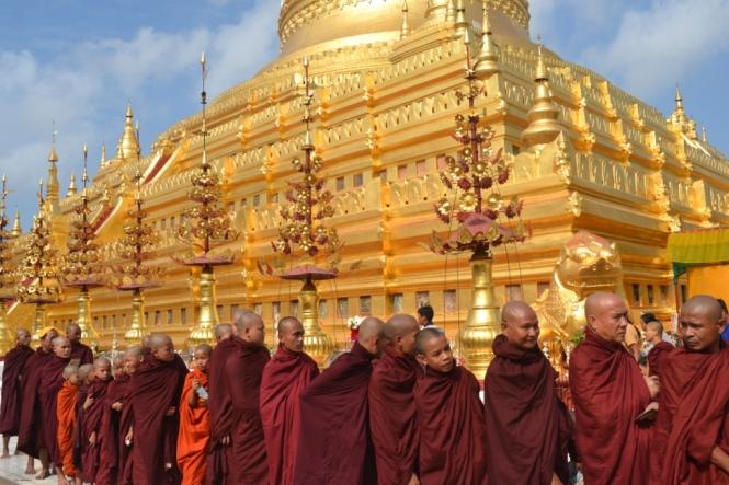 2019-11-myanmar-bagan-shwezigon-pagoda-05