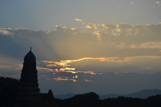 2019-11-myanmar-bagan-te-nan-thar-puesta-sol-1