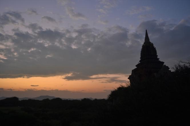 2019-11-myanmar-bagan-te-nan-thar-puesta-sol-3