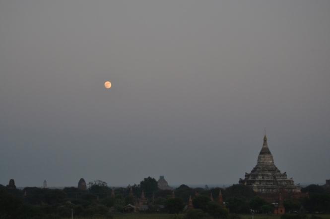 2019-11-myanmar-bagan-te-nan-thar-puesta-sol-7