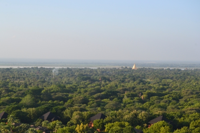 2019-11-myanmar-bagan-viewing-tower-1
