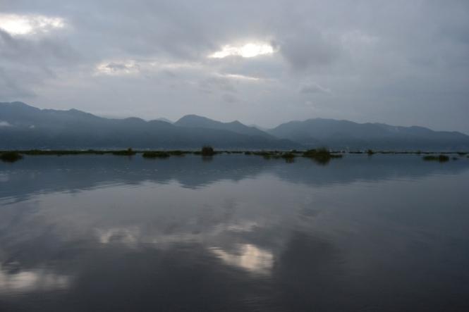 2019-11-myanmar-lago-inle-tour-barca-02-amanecer
