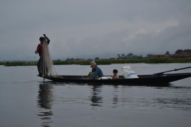 2019-11-myanmar-lago-inle-tour-barca-03-amanecer