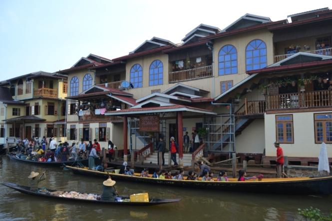 2019-11-myanmar-lago-inle-tour-barca-11-taller-plata