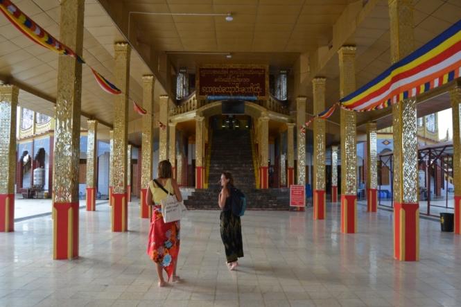 2019-11-myanmar-lago-inle-tour-barca-14-phaung-daw-oo-pagoda