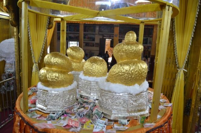 2019-11-myanmar-lago-inle-tour-barca-16-phaung-daw-oo-pagoda