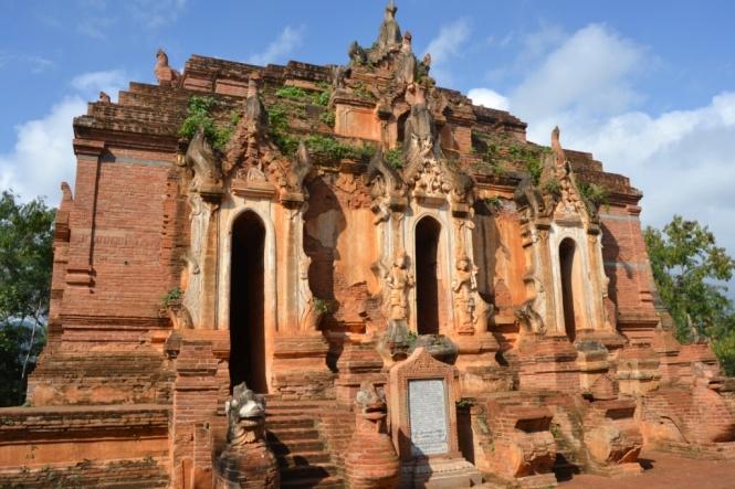 2019-11-myanmar-lago-inle-tour-barca-24-indein-nyaung-oak-pagodas