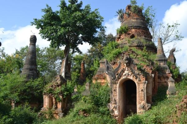 2019-11-myanmar-lago-inle-tour-barca-26-indein-nyaung-oak-pagodas