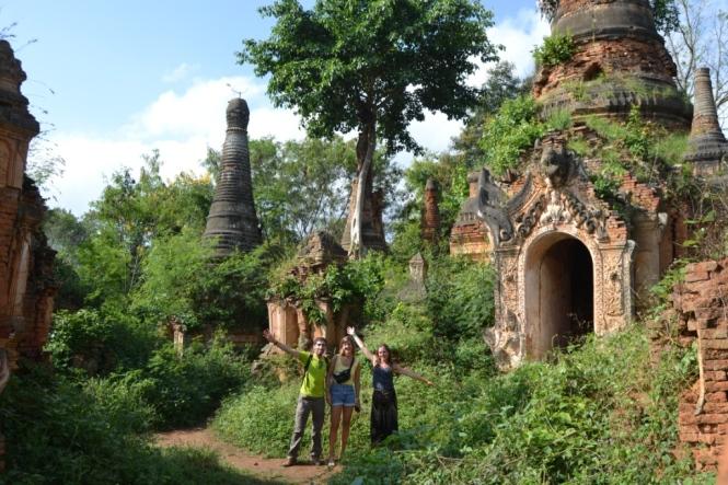 2019-11-myanmar-lago-inle-tour-barca-27-indein-nyaung-oak-pagodas