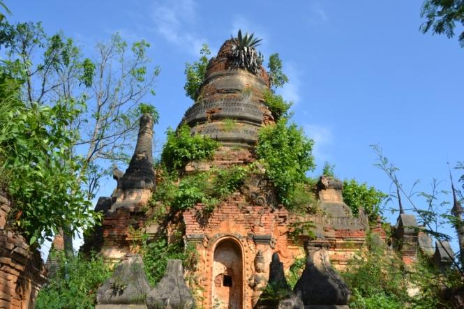 2019-11-myanmar-lago-inle-tour-barca-30-indein-nyaung-oak-pagodas