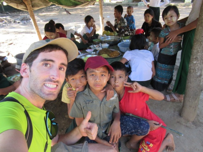 2019-11-myanmar-Mrauk-U-colegio