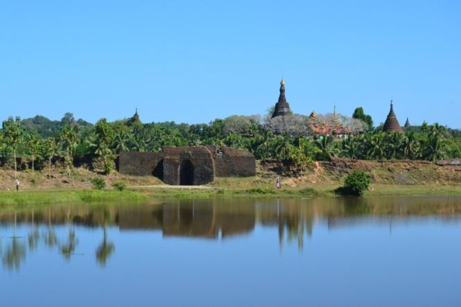 2019-11-myanmar-Mrauk-U-lago-letse-kan