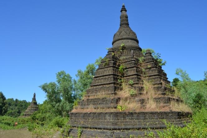 2019-11-myanmar-Mrauk-U-mong-paung-shwe-gu-2