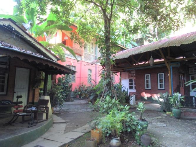 2019-11-myanmar-Mrauk-U-prince-hotel-1