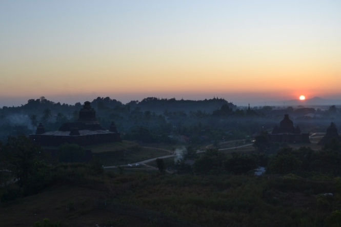2019-11-myanmar-Mrauk-U-sunset-hill-puesta-de-sol-2