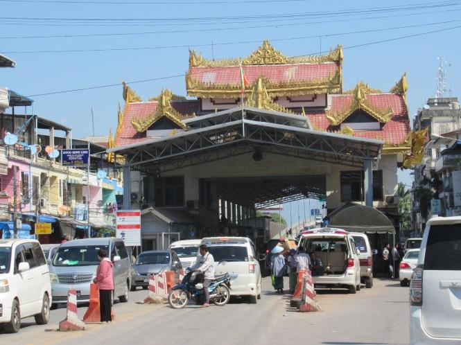 2019-11-myanmar-mywaddy-mae-sot-paso-2-lado-myanmar