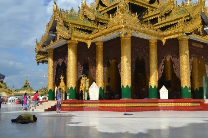 2019-11-myanmar-yangon-shwedagon-pagoda-12