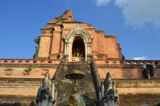 2019-11-tailandia-chiang-mai-wat-chedi-luang-2