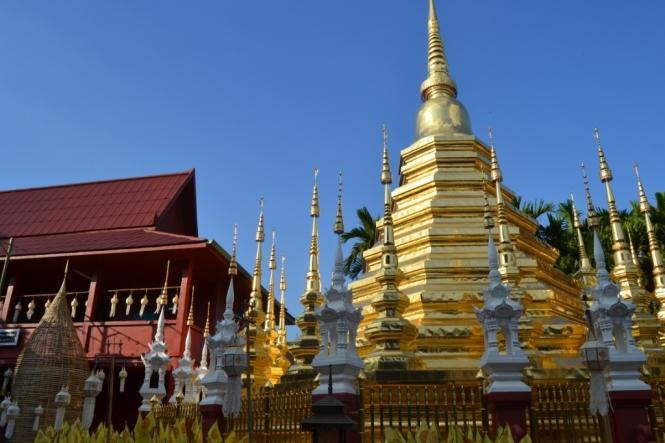 2019-11-tailandia-chiang-mai-wat-phan-tao-1