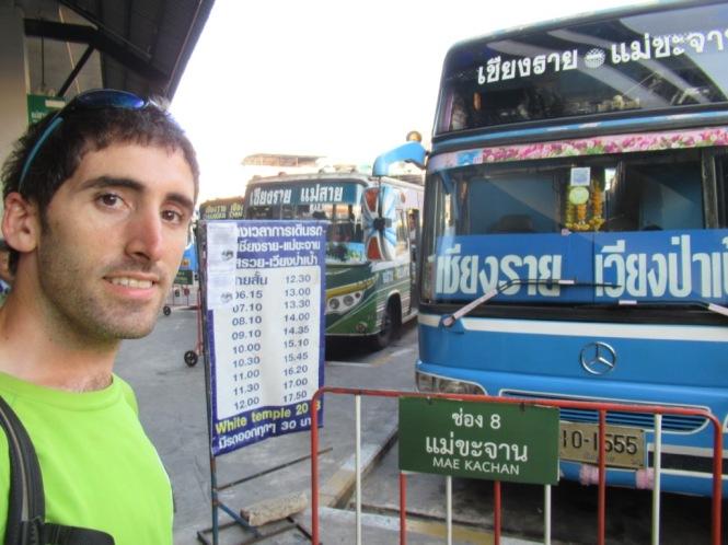2019-11-tailandia-chiang-rai-autobus-azul