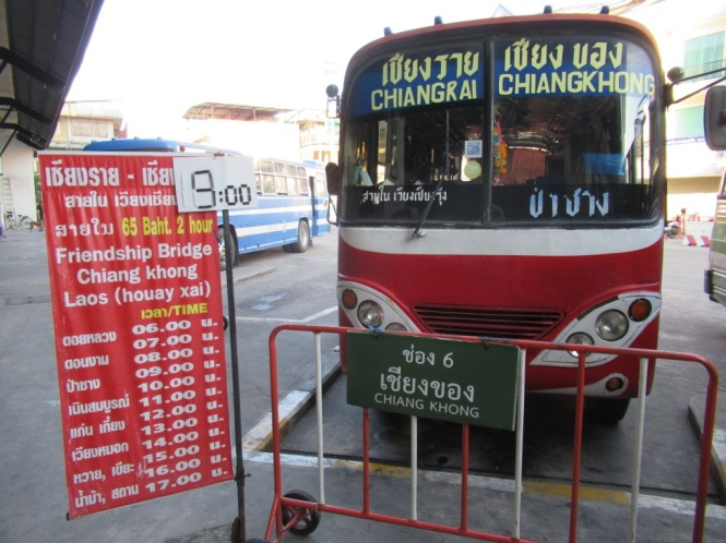 2019-11-tailandia-chiang-rai-autobus-rojo