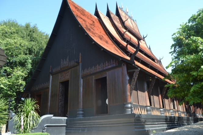 2019-11-tailandia-chiang-rai-baan-dam-museo-casa-negra-1