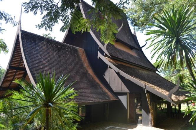 2019-11-tailandia-chiang-rai-baan-dam-museo-casa-negra-2