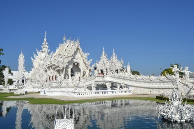 2019-11-tailandia-chiang-rai-wat-rong-khung-teamplo-blanco-01