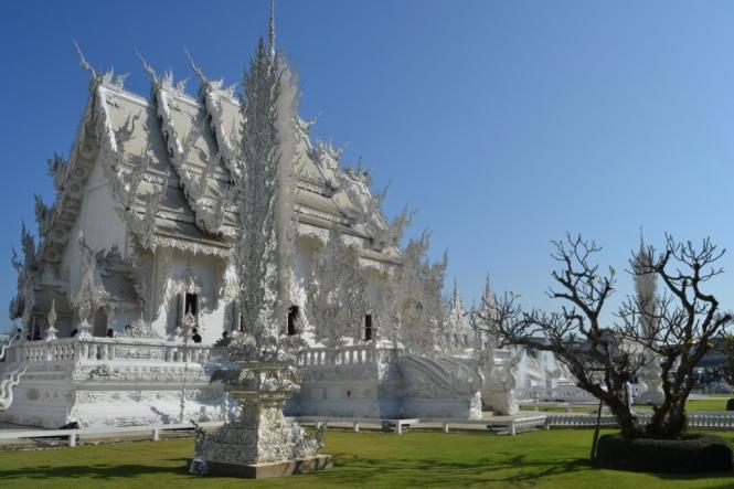 2019-11-tailandia-chiang-rai-wat-rong-khung-teamplo-blanco-18